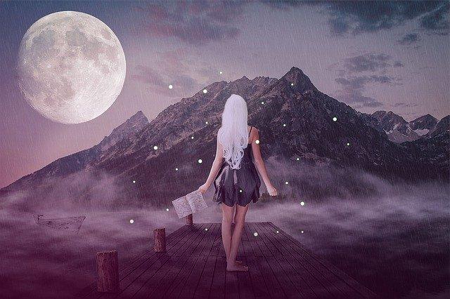 Měsíc, astronomický i básnický