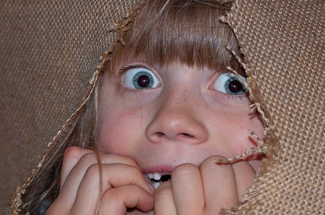 vyděšená holčička