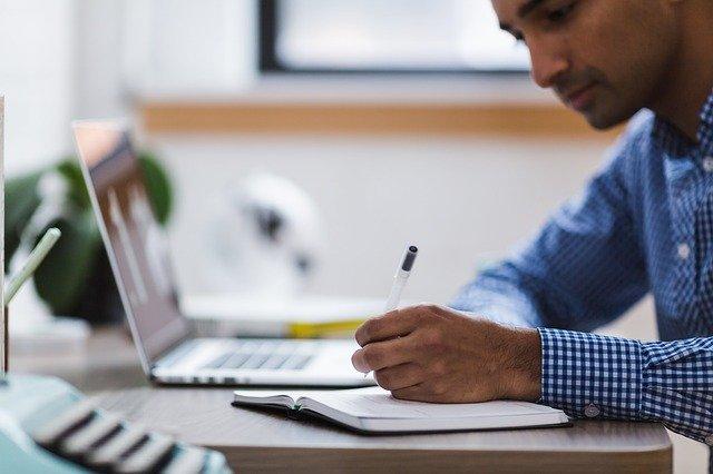 Existuje spousta on-line studijních programů, které dokáží rozšířit vaše obzory
