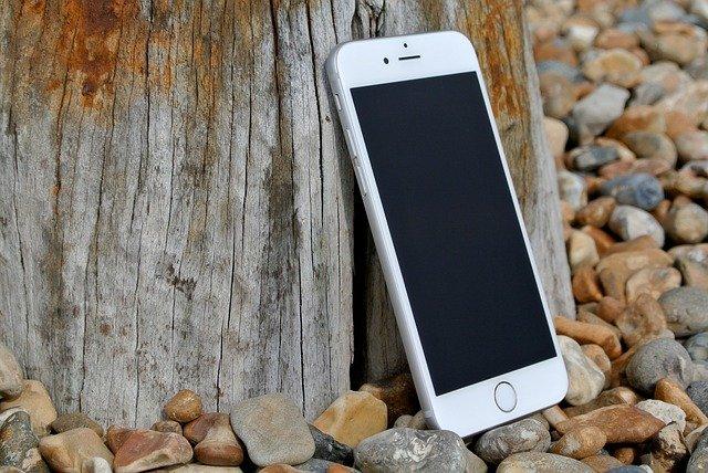 mobil a kamení
