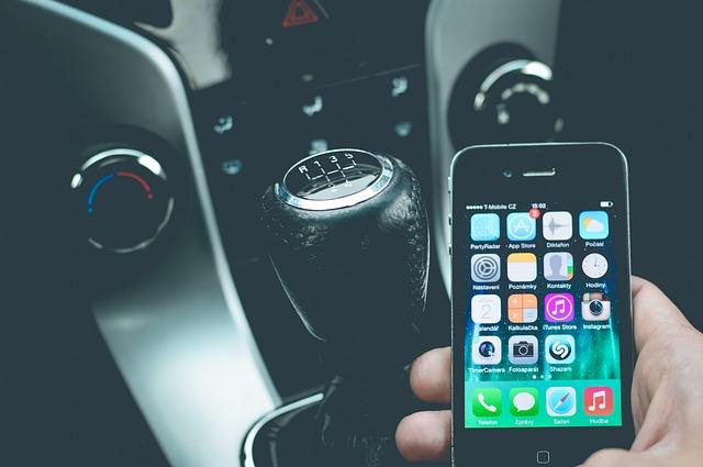 chytrý telefon v autě