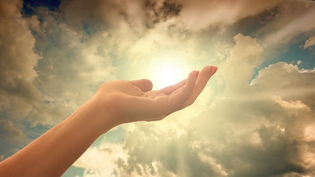 mraky nad dlaní
