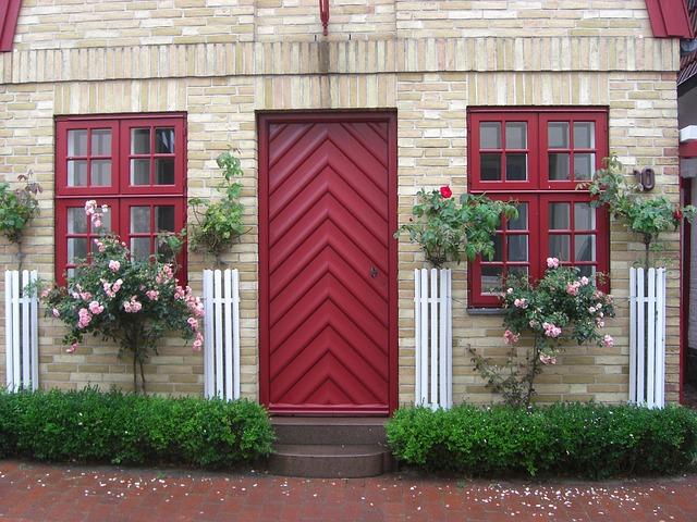 dveře mezi okny