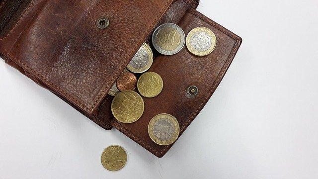 ruka peníze